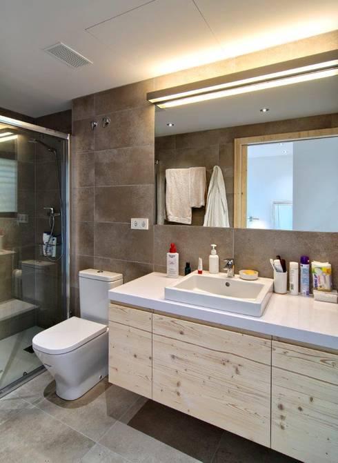 Baños de estilo  por HOUSE HABITAT