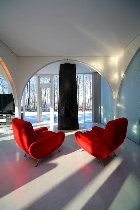 Salas de estar modernas por ヒココニシアーキテクチュア株式会社