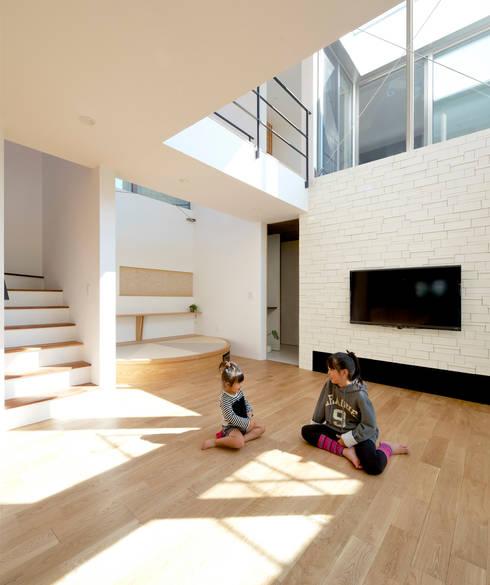 リビング: H建築スタジオが手掛けたリビングです。