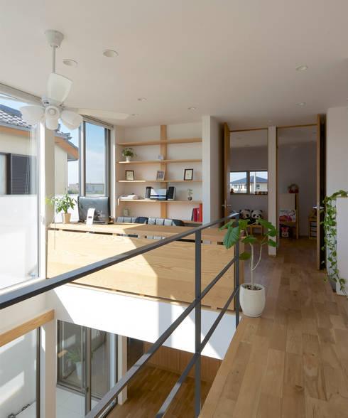 2階廊下: H建築スタジオが手掛けた廊下 & 玄関です。