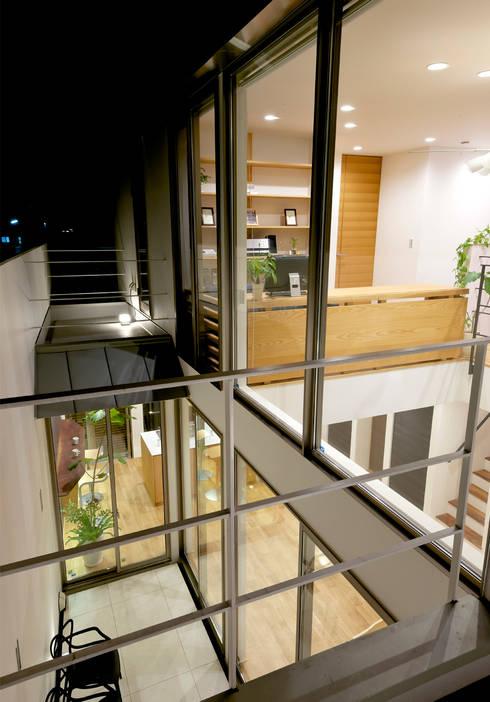 ベランダ: H建築スタジオが手掛けたテラス・ベランダです。