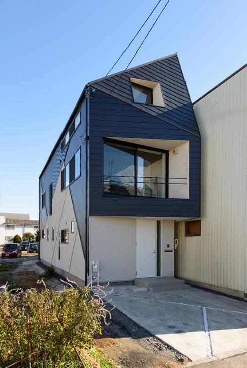 北側外観(建物間口3.4m): H建築スタジオが手掛けた家です。