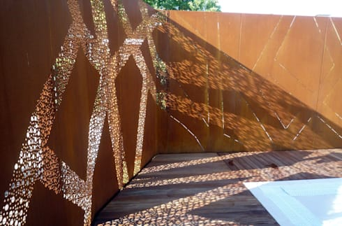 La piscina degli alberi misteriosi: Arte in stile  di raffaele iandolo architetto