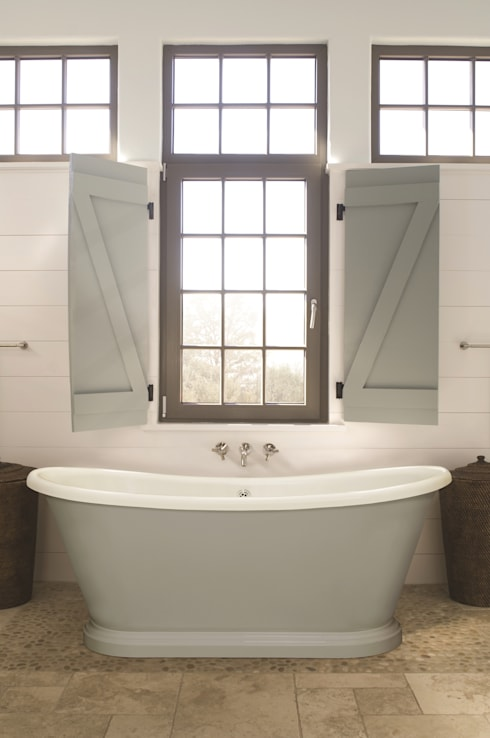 Small Acrylic Boat Bath: country Bathroom by BC Designs