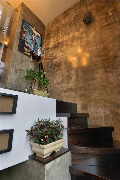 Квартира Мити Фомина: Коридор и прихожая в . Автор – Студия дизайна  интерьера Лелы Кавтарадзе