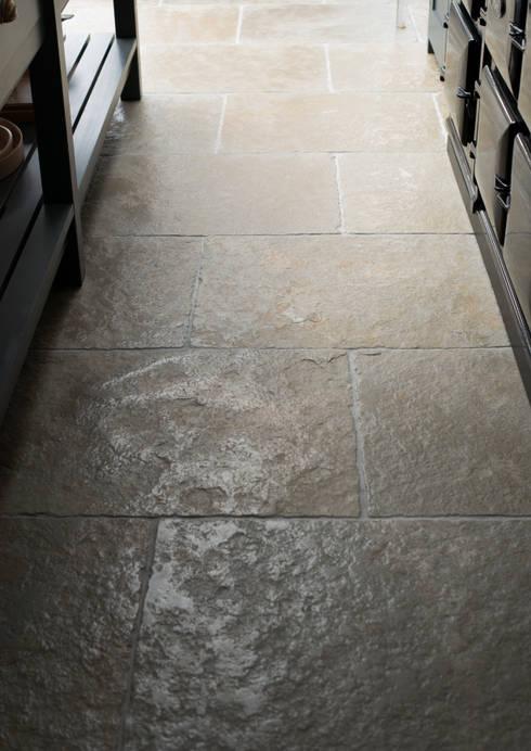 Küche von Floors of Stone Ltd