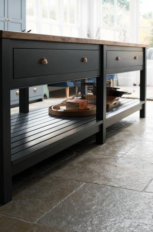 Cozinhas  por Floors of Stone Ltd