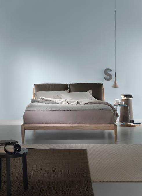 Litz, Dorelanbed, 2014: Camera da letto in stile  di Matteo Ragni Studio