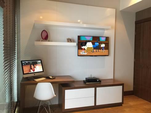 Interiorismo: Recámaras de estilo moderno por KAUS