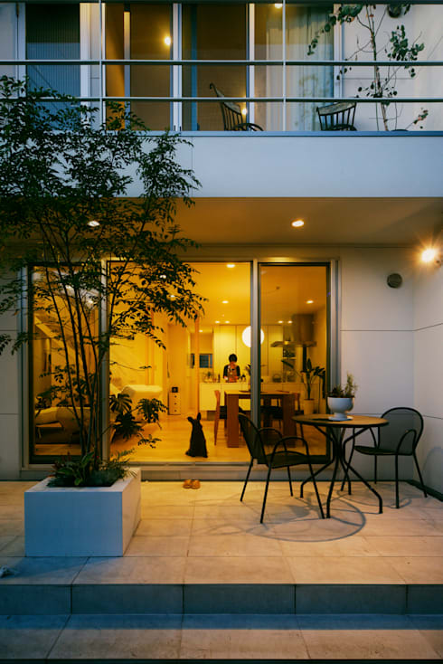 テラス: H建築スタジオが手掛けた庭です。