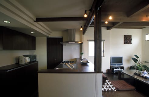中庭エントランスのある家・・バリ風ハウス: ジェイ石田アソシエイツが手掛けたキッチンです。