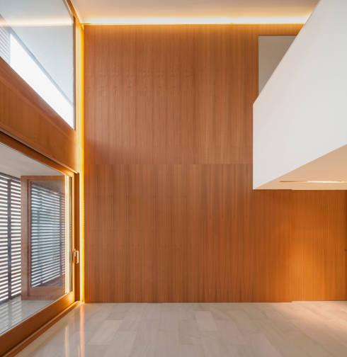 Casa CP: Paredes de estilo  de Alventosa Morell Arquitectes
