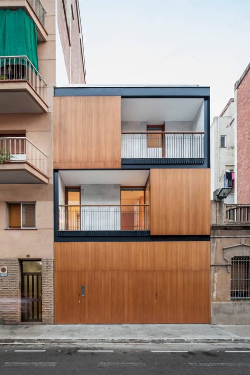 Casa CP: Casas de estilo  de Alventosa Morell Arquitectes