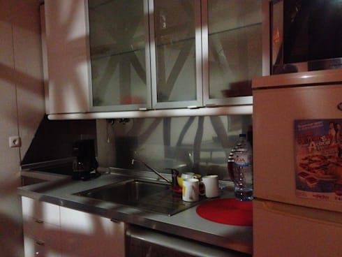 Kitchen - Before:   por Home Staging Factory