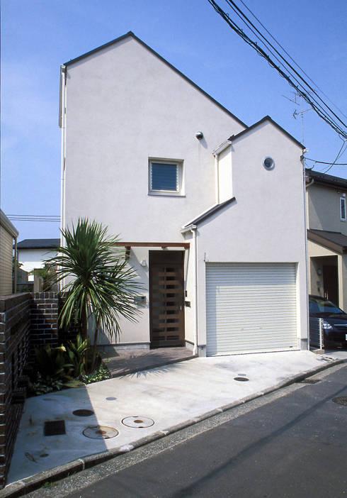 中庭エントランスのある家・・バリ風ハウス: ジェイ石田アソシエイツが手掛けた家です。