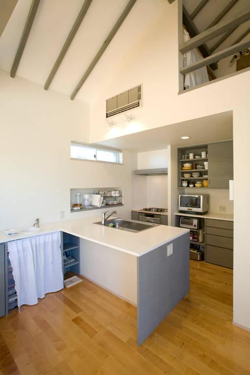 メロディーが囁く家: ジェイ石田アソシエイツが手掛けたキッチンです。