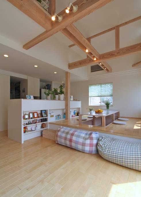 大きなお庭の2世帯住宅: ジェイ石田アソシエイツが手掛けたダイニングです。