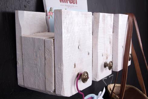 POSETS perchero palets. 47cm.: Hogar de estilo  de ECOdECO Mobiliario