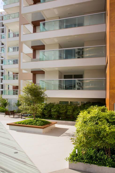 WOA Soprano Hall : Casas modernas por Mantovani e Rita Arquitetura