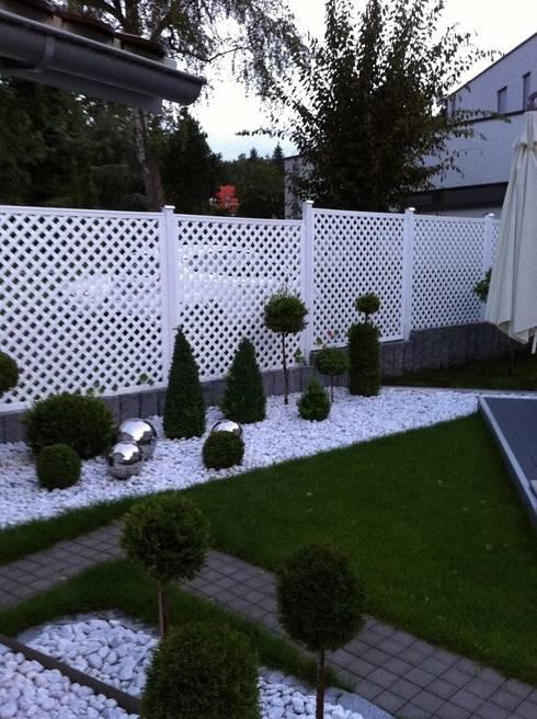 Kratka ogrodowa PCV: styl , w kategorii Ogród zaprojektowany przez Ogrodzenia PCV