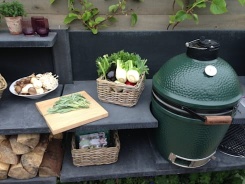 WWOO buitenkeuken antraciet met Big Green Egg medium: moderne Tuin door WWOO