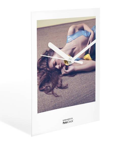 minimalistische Woonkamer door PolaClock