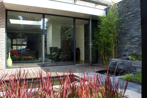Uitbreiding Woning en ontwerp buitenruimte: moderne Huizen door RAW architectuurstudio