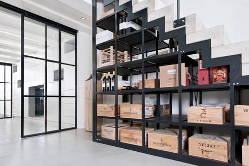 Vernieuwbouw grachtenpand: moderne Wijnkelder door Kodde Architecten bna