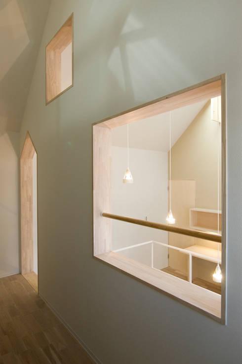 子供たちの洗面コーナー3: 山本陽一建築設計事務所が手掛けた浴室です。