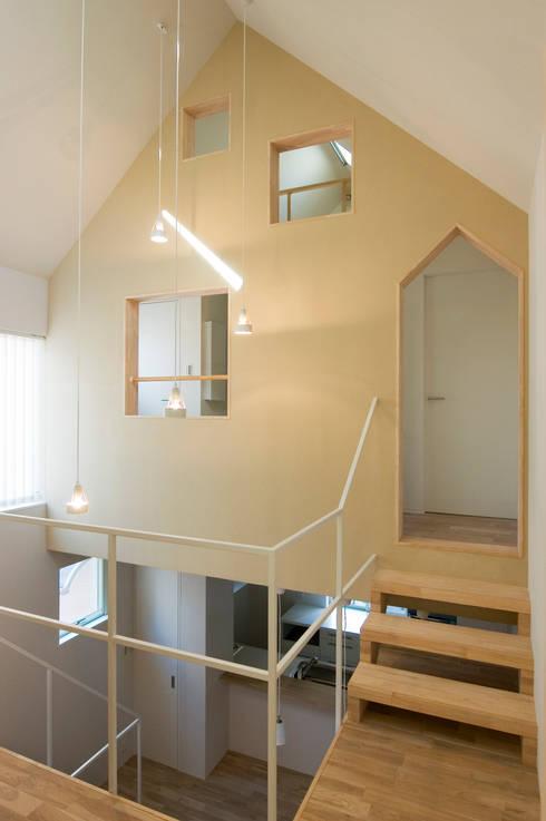 木場の住宅: 山本陽一建築設計事務所が手掛けたリビングです。