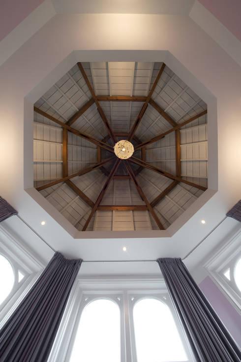 Quartos  por Kodde Architecten bna