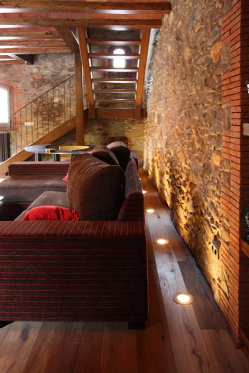 Masia: Salones de estilo rural de ruiz carrion espais