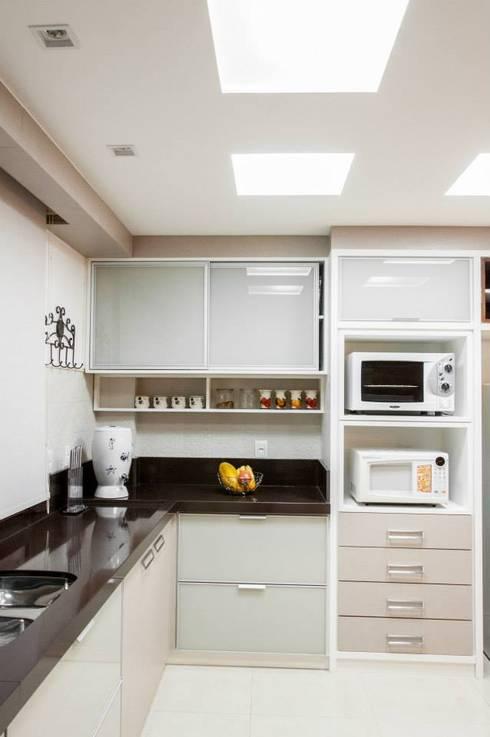 Residencial 29: Cozinhas clássicas por Apê 102 Arquitetura