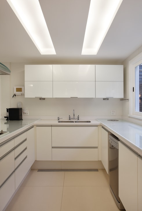 Casa Jardim Ubá VM: Cozinhas modernas por Amanda Miranda Arquitetura