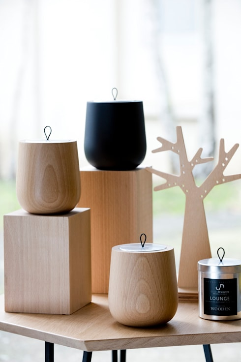 WOODEN - la bougie parfumée: Maison de style  par Maison GILLES DEWAVRIN - Parfumeur d'Intérieurs