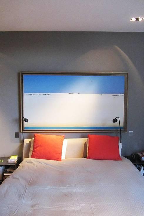 Appart Paris 16: Chambre de style de style Moderne par Roque Intérieurs
