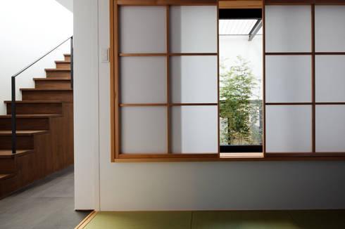 北方の家-okayama-: タカオジュン建築設計事務所-JUNTAKAO.ARCHITECTS-が手掛けた和室です。
