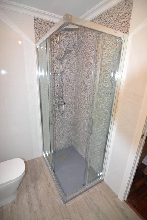 REFORMA DE BAÑOS: Baños de estilo  de MIMESIS INTERIORISMO SL