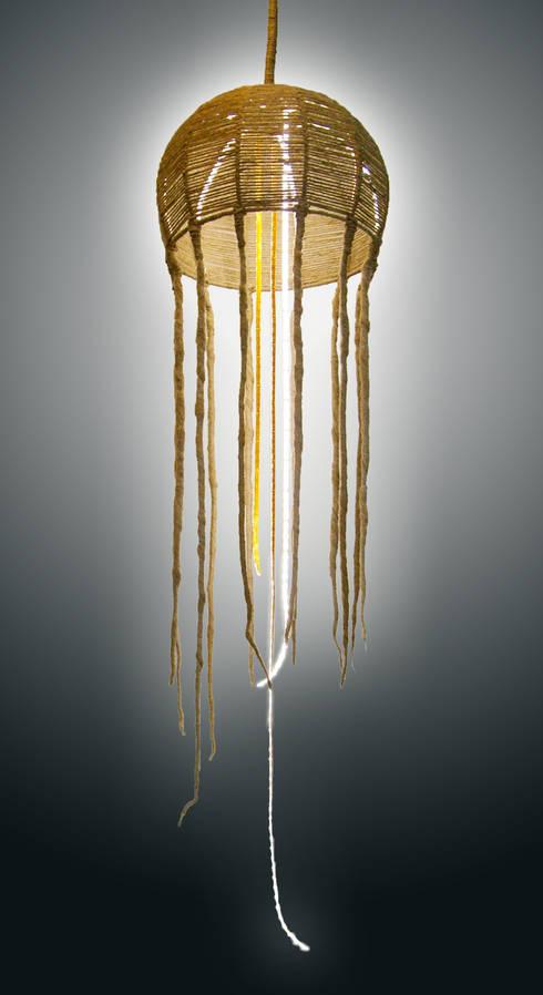 """""""jellyfish"""" : Balcone, Veranda & Terrazzo in stile  di Mighali_Faggiano studio"""