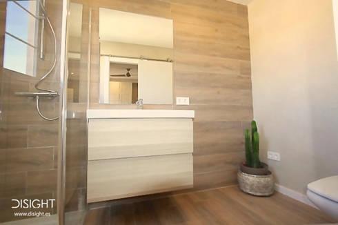 baño suite dor 4: Baños de estilo moderno de DISIGHT