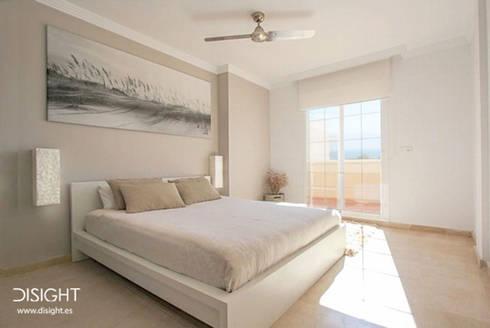 dorm ppal : Dormitorios de estilo minimalista de DISIGHT