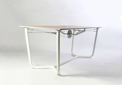 Cable Table: industriële Eetkamer door Studio Roex