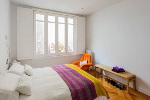 Vivienda zona plaza de Olavide, Madrid: Dormitorios de estilo escandinavo de nimú equipo de diseño