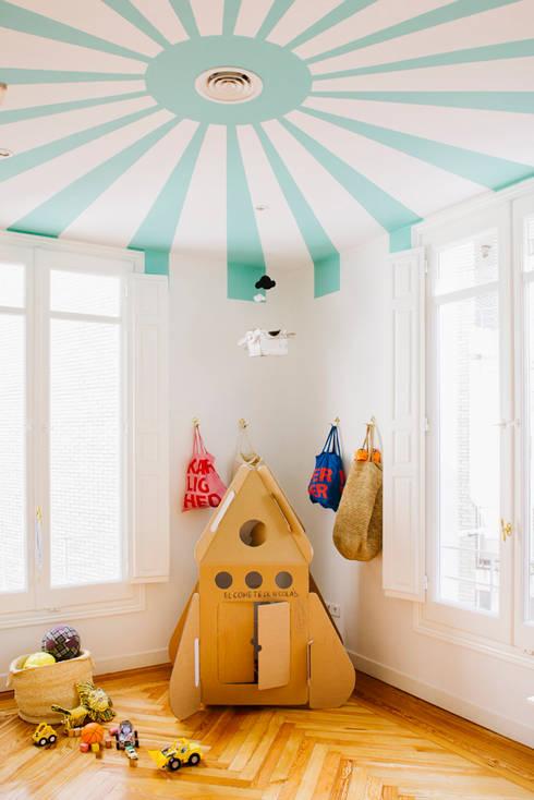 Vivienda zona plaza de Olavide, Madrid: Dormitorios infantiles de estilo escandinavo de nimú equipo de diseño