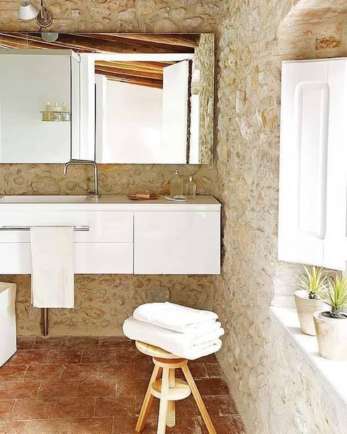 Casas de banho rústicas por Tono Bagno