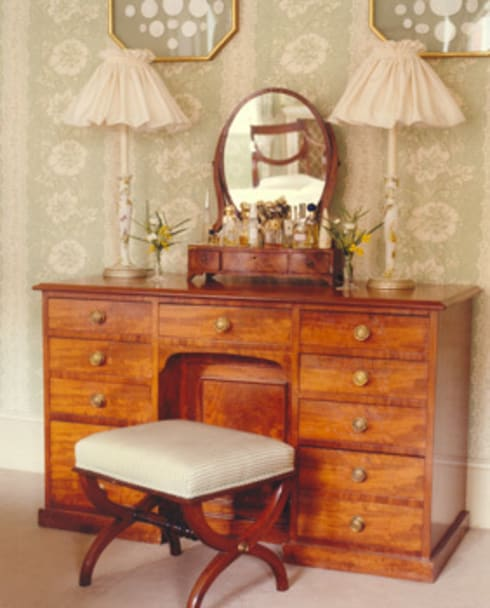 Mayfair Apartment - Master Bedroom - Dressing Table: classic Bedroom by Meltons
