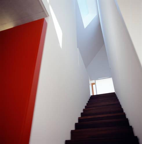 Corridor & hallway by Löffler Weber | Architekten