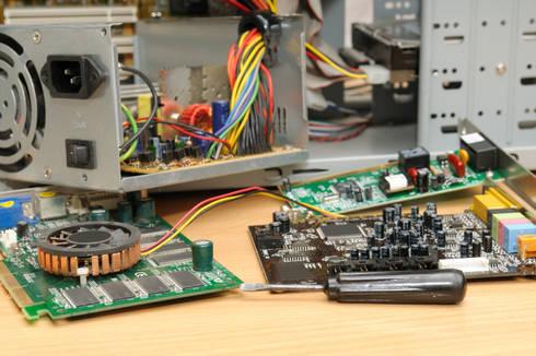 LQN Soluciones Mantenimiento Informático: Salas multimedia de estilo moderno de LQN Soluciones Mantenimiento Informático