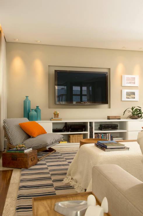 Sala de TV 03:   por Lembi Arquitetura