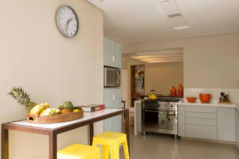 Cozinha 02:   por Lembi Arquitetura